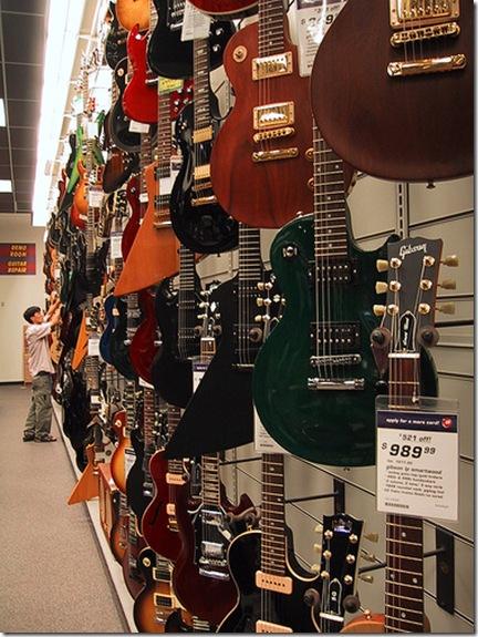 Il existe beaucoup de modèles de guitare différents. Faire un choix peut être relativement difficile - Photo de TotalEclipse