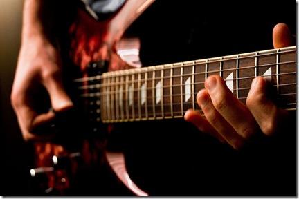 Travailler le son pour un rendu sonore original est une des possibilités offertes par la guitare électrique - Photo Jsome1